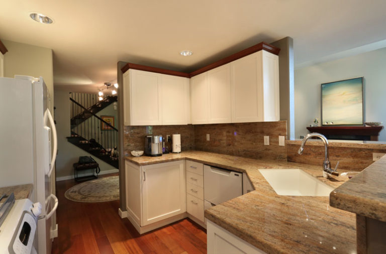 White hanging kitchen cabinets